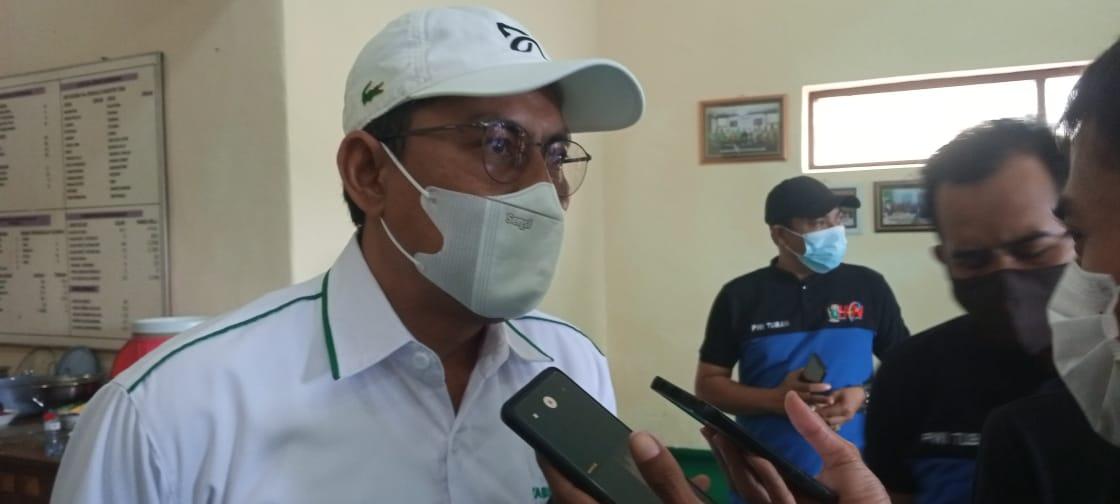 Ketua PHRI Tuban, Mirza Ali Mansur saat pres confrens dengan awak media. (Foto: Mochamad Abdurrochim/Tugu Jatim)