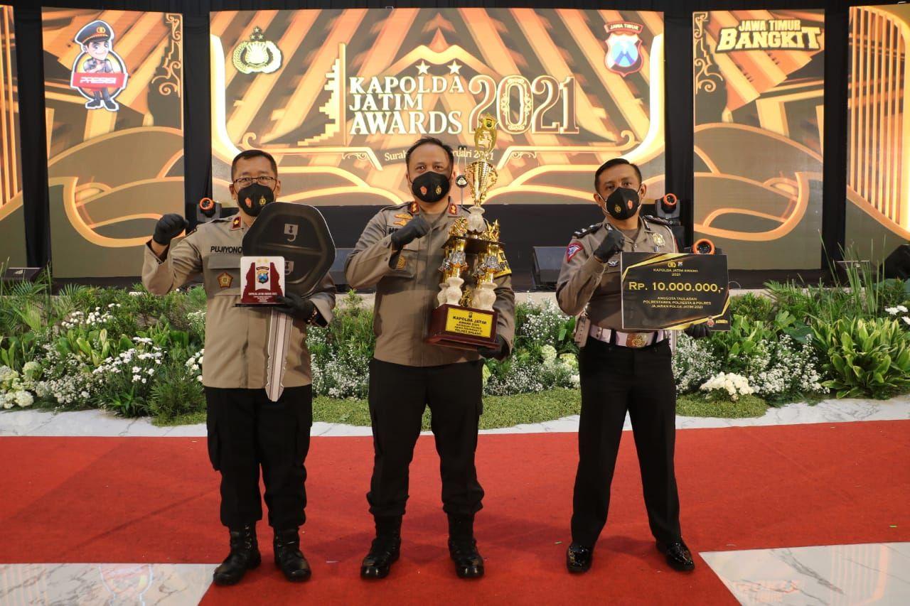 Polres Malang berhasil meraih sebagai Satwil terbaik di ajang Kapolda Jatim Award 2021. (Foto: Humas Polres Malang) tugu jatim