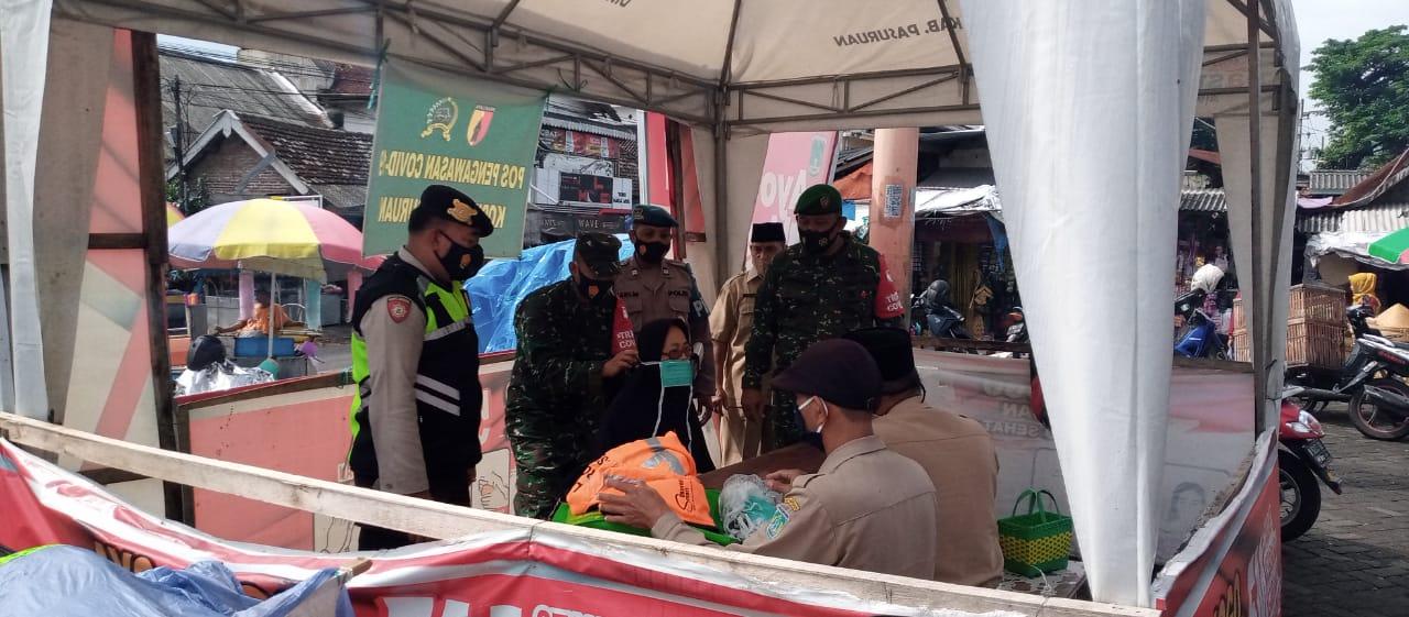 Operasi yustisi dan sosialiasi yang rutin dilakukan oleh Kodim 0819 Pasuruan dan juga petugas gabungan lain di Pasuruan. (Foto: Dokumen/Kodim Pasuruan) tugu jatim