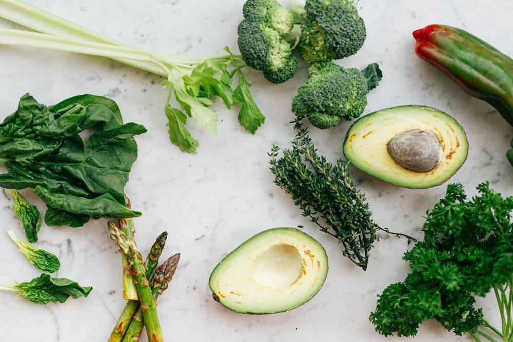 Ilustrasi ragam sayuran yang mengandung banyak vitamin K dan baik untuk kesehatan tubuh. (Foto: Pexels) tugu jatim sayuran