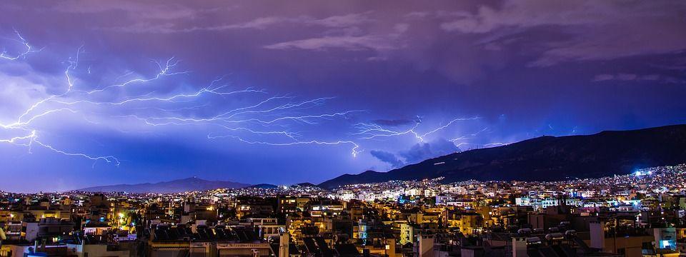 Ilustrasi fenomena petir atau thunderstorm yang terjadi di Malang Raya. (Foto: Pixabay/Tugu Jatim)
