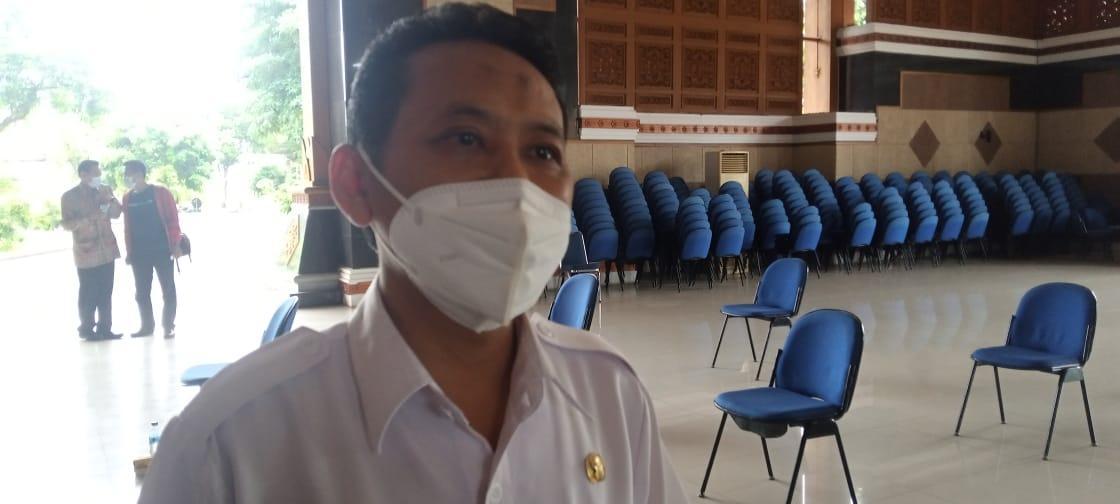 Kepala Dinas Koperasi, Perindustrian dan Perdagangan (Diskoperindag) Kabupaten Tuban, Agus Wijaya saat ditemui Tugu Jatim, Rabu (10/2/2021). (Foto: Moch Abdurrochim/Tugu Jatim)