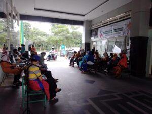 Vaksinasi Covid-19 untuk Lansia di Surabaya Resmi Dimulai