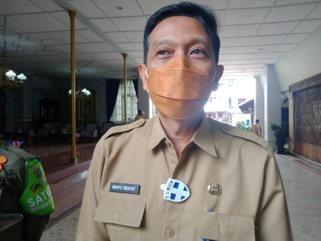 Plh Bupati Malang, Wahyu Hidayat ketika memberikan keterangan terkait rumah dinas Wakil Bupati Malang. (Foto: RAP/Tugu Malang/Tugu Jatim)