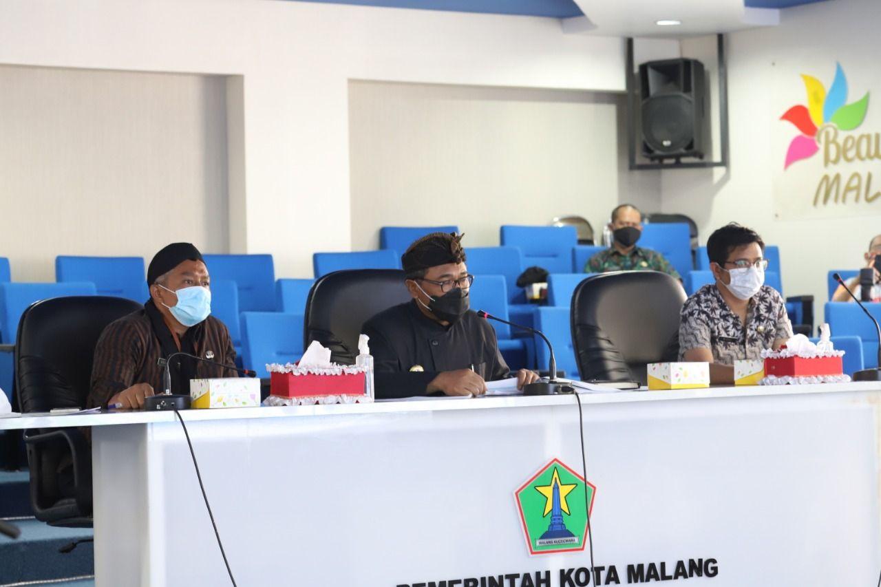 Wakil Wali Kota Malang Sofyan Edi Jarwoko saat membahas perumusan kebijakan pemberian insentif dan kemudahan investasi di Ngalam Command Center (NCC) Balai Kota Malang, Kamis (4/2/2021). (Foto: Kominfo Kota Malang) tugu jatim