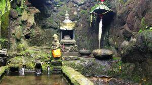Sumber suci tempat pemujaan dan ritual keagamaan. (Foto: Ovi/Gufron/ln)