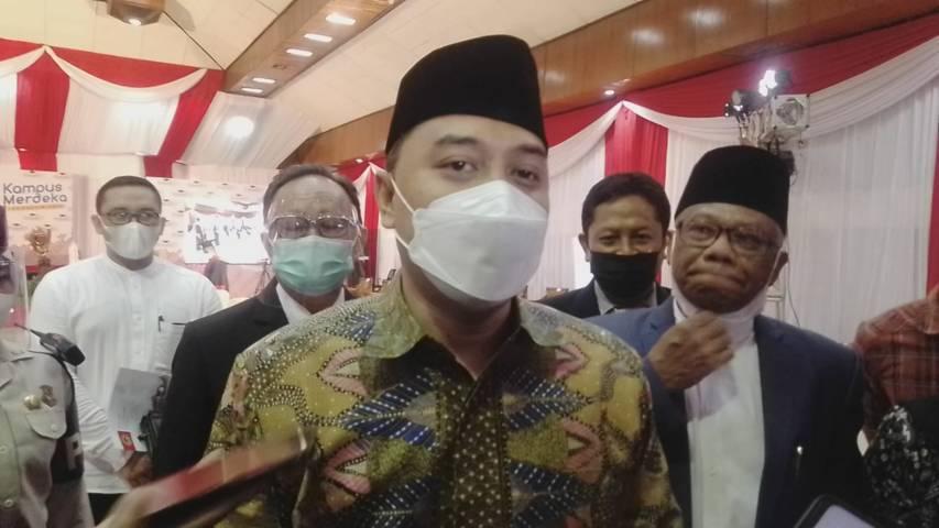 Wali Kota Surabaya Eri Cahyadi di Gedung Graha Widya lantai 2 saat Acara Wisuda le-122 Untag pada Sabtu (27/03/2021). (Foto: Rangga Aji/Tugu Jatim)