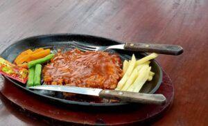 Steak kelinci. (Foto: Mila Arinda/Tugu Jatim)