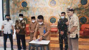 Kepala Dinas Ketahanan Pangan dan Pertanian Kota Malang Ir Ade Herawanto MT (tengah) saat di Hotel Tugu. (Foto: Azmy/Tugu Jatim)