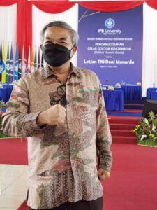 Pakar Komunikasi dan Motivator Nasional Dr Aqua Dwipayana menghadiri acara Penganugerahan gelar Doktor Kehormatan kepada Letjen TNI Doni Monardo dari IPB. (Foto: Dok/Tugu Jatim)