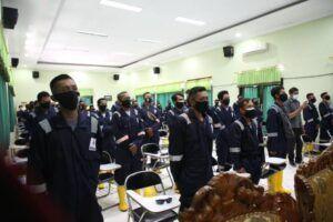 Peserta Pelatihan Keselamatan dan Kesehatan Kerja (K3) Dasar Proyek Pembangunan Kilang Tuban Jawa Timur tahap III Gelombang I di Balai Latihan Kerja (BLK) Tuban, Senin (29/3/2021).(Foto: Rochim/Tugu Jatim)