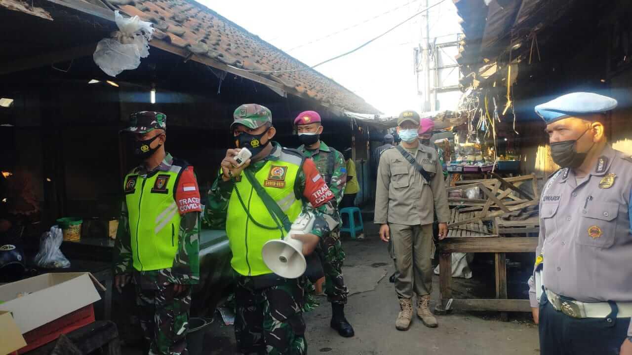Babinsa jajaran Kodim 0819/Pasuruan bersama 3 pilar terus mengimbau masyarakat patuhi prokes. (Foto:Dok/Tugu Jatim)