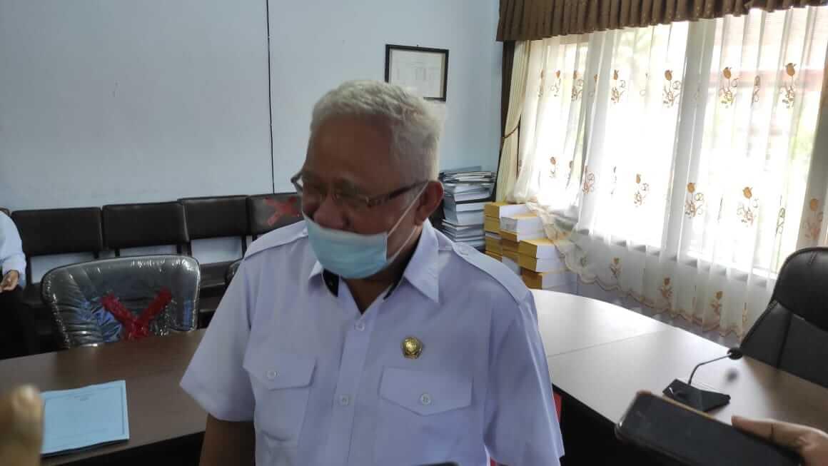 Komisi I DPRD Kabupaten Trenggalek Moch Husni Taher Hamid saat menjelaskan persiapan pemilihan kepala desa (pilkades). (Foto: Zamzuri/ Tugu Jatim)