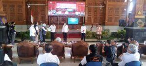 Gubernur Jatim Khofifah saat di Pendopo Krida Manunggal Tuban untuk membuka acara Launching KIR Online. (Foto: Rochim/Tugu Jatim)