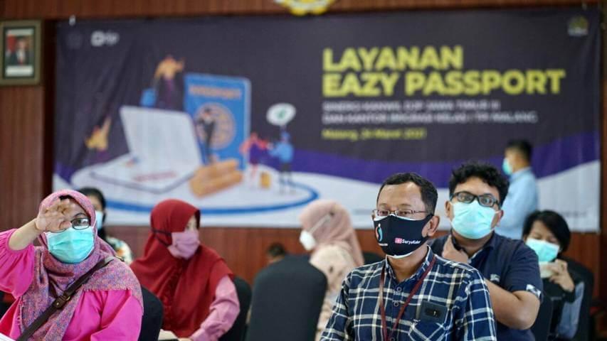 Pelayanan program Eazy Passport dari Kantor Imigrasi Kelas I TPI Malang. (Foto: Humas Kantor Imigrasi Malang/Tugu Jatim)