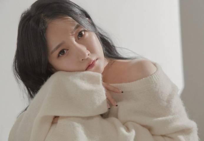 "Soyeon eks T-ara dalam single terbarunya ""Interview"". (Foto: IG @melodysoyani/Tugu Jatim)"