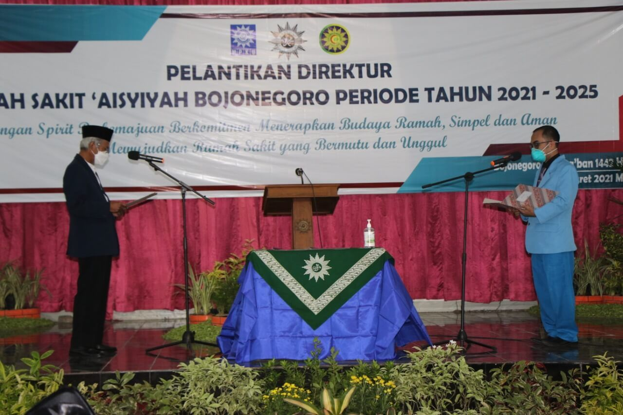 Pelantikan dr Tomy Oeky Prasiska menjadi direktur Rumah Sakit 'Aisyiyah Bojonegoro periode 2021-2025. (Foto: Humas Pemkab Bojonegoro/Tugu Jatim)