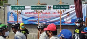Peresmian nama di jalan lingkar Tuban. (Foto: Rochim/Tugu Jatim)