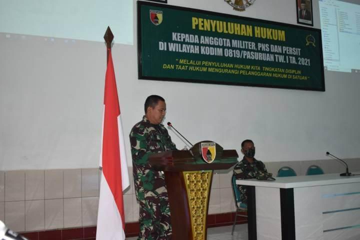 Mayor Chk Ervan Yudi Hariyanto SH memimpin sosialisasi hukum kepada prajurit, ASN, hingga Persit Kodim 0819/Pasuruan. (Foto: Dok/Tugu Jatim)