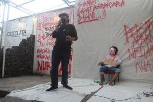Dukungan untuk jurnalis Tempo Nurhadi terus mengalir, termasuk dari koalisi Masyarakat Bebas Bicara (Mascara) di Kediri. (Foto:Noe/Tugu Jatim)
