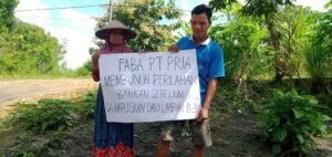 Warga yang menolak peraturan pemerintah soal limbah batu bara tidak berbahaya. (Foto:Istimewa/Tugu Jatim)