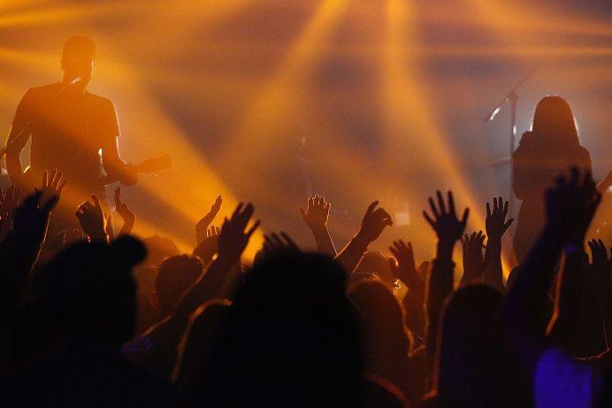 Ilustrasi antusiasme para penikmat musik semakin besar tiap tahunnya. (Foto: Unsplash) tugu jatim