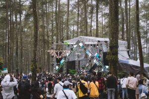 Konser musik di tengah hutan. (Foto: instagram.com/lalala.fest)