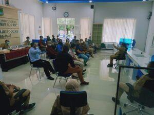 Kepala Disnaker Kabupaten Malang Drs Yoyok Wardoyo MM memimpin rakor sertifikasi cleaning service. (Foto: Rap/Tugu Jatim)