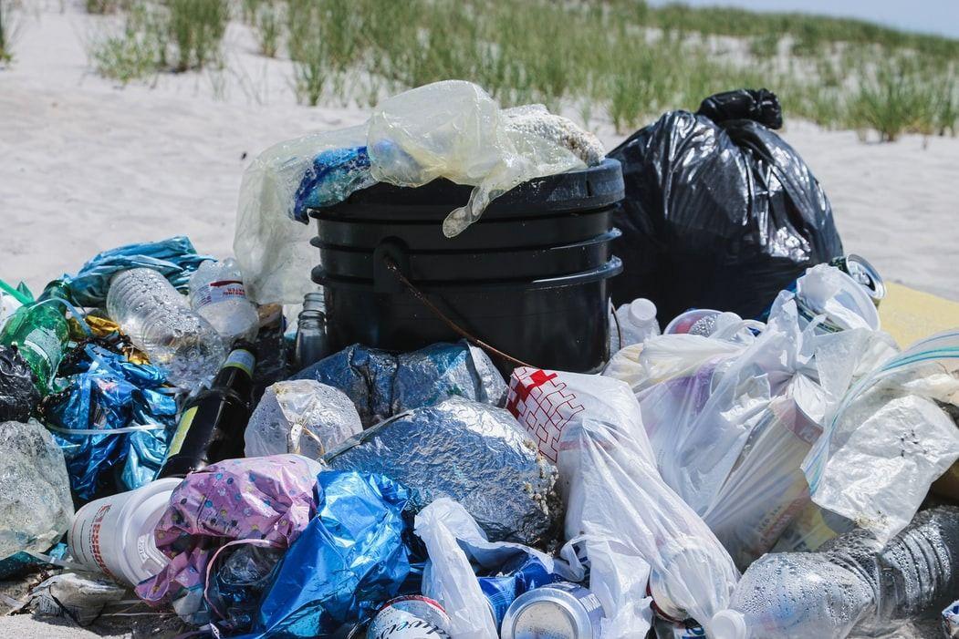Ilustrasi sampah plastik/Unsplash