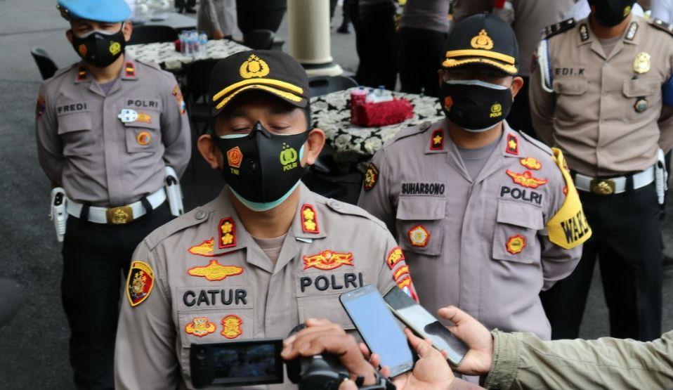 Kapolresta Batu AKBP Catur Cahyono Wibowo saat memberikan keterangan terkait 2 mahasiswa yang meninggal ketika diklat UKM pencak silat UIN Malang. (Foto:Istimewa/Tugu Jatim)