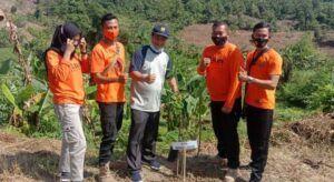 Selain sebar benih ikan, juga menanam 4.000 pohon di Kabupaten Bojonegoro. (Foto: Istimewa/Tugu Jatim)
