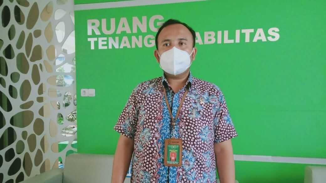 Humas PN Kepanjen Reza Aulia saat menjelaskan soal pembunuhan pengusaha ATK di Kabupaten Malang. (Foto: Rap/Tugu Jatim)