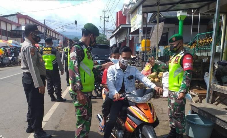 Upaya penegakan disiplin protokol kesehatan yang rutin dilakukan oleh jajaran Kodim 0819/Pasuruan. (Foto: Dokumen/Kodim Pasuruan)