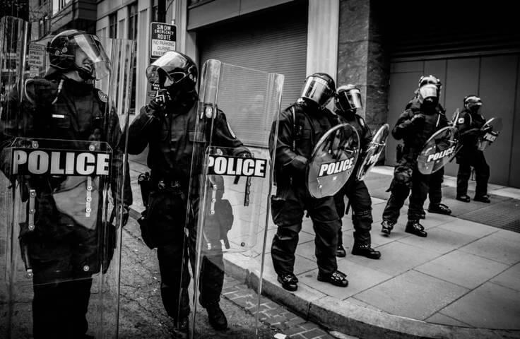 Ilustrasi polisi. (Foto: Unsplash) badge award uu ite