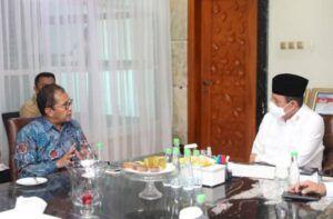Kepala BNPT Komjen Pol. Dr. Boy Rafli Amar saat berdiskusi dengan Wali Kota Makassar Moh Ramadhan Danny Pomanto. (Foto: Dokumen/BNPT)