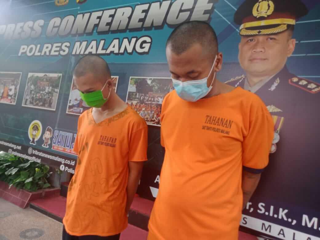 Tersangka AP (kiri) dan komplotan perampokan serta pembunuhan pengusaha ATK di Kepanjen, Kabupaten Malang. (Foto:Rap/Tugu Jatim)