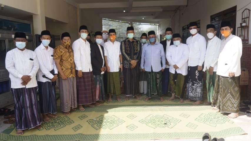 Anggota DPW PKS Jatim didampingi pengurus DPD Se-Malang Raya silaturahmi ke Kiai Marzuki Mustamar di Pesantren Sabilurrosyad Gasek pada Selasa (23/03/2021). (Foto: Dok/Tugu Jatim)