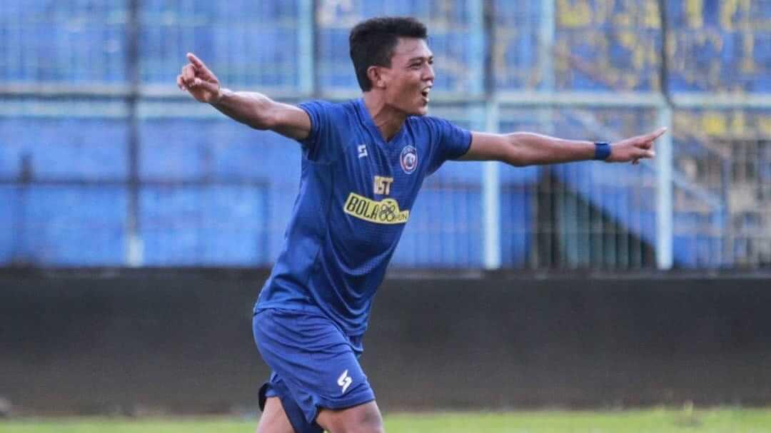 Pemain Arema FC Dedik Setiawan saat berlaga. (Foto: IG AremaFCofficial/Tugu Jatim)