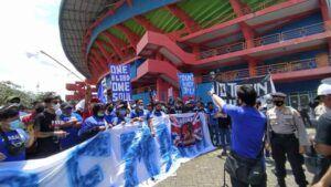 Aksi Massa Aremania Tuntut Konflik Dualisme Arema Selesai Dibubarkan Satgas Covid-19