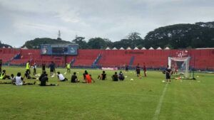Pemain Persik Kediri saat latihan di Stadion Brawijaya, Kota Kediri. (Foto: Noe/Tugu Jatim)