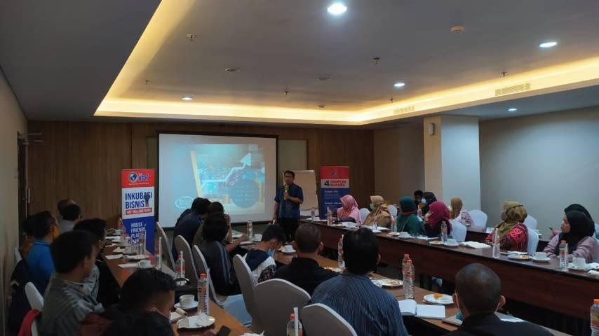 Program Inkubasi Bisnis Batch 3 yang dihelat oleh Indonesian Islamic Business Forum (IIBF) Malang Raya di Hotel Whiz Prime, Kota Malang, Selasa (30/03/2021). (Foto: Azmy/Tugu Jatim)