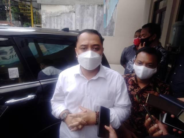 Wali Kota Surabaya, Eri Cahyadi saat diwawancara pewarta di Kantor PWI Jatim, Rabu (31/3/2021). (Foto: Rangga Aji/Tugu Jatim)