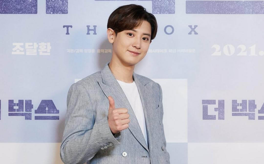 "Chanyeol EXO saat menghadiri konferensi pers film ""The Box"", Kamis (18/03/2021). (Foto : Instagram/@koreadispatch)"