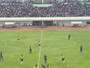 Pertandingan sepak bola di SBWT. (Foto: Rochim/Tugu Jatim)