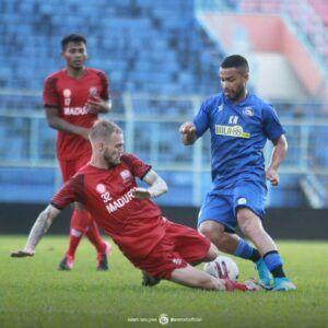 Arema FC memiliki target tinggi di Laga Piala Menpora. (Foto: IG AremaFCofficial/Tugu Jatim)