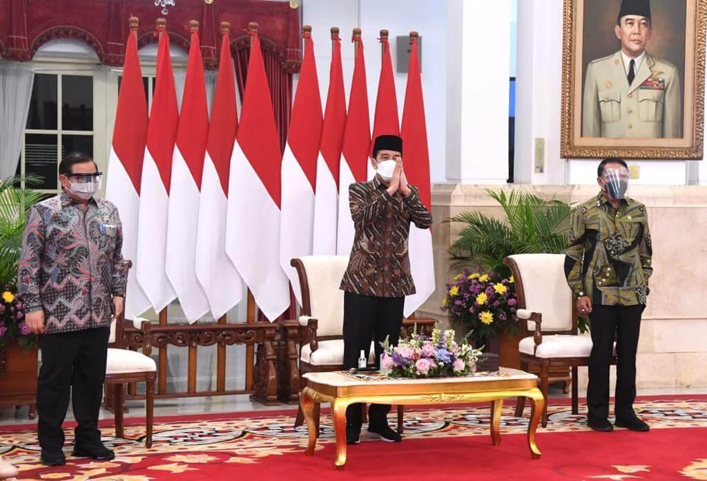 Presiden Jokowi didampingi Seskab Pramono Anung dan Menpora Zainudin Amali membuka Kongres Himpunan Mahasiswa Indonesia (HMI) XXXI secara virtual dari Istana Negara, Jakarta, Rabu (17/3/2021). (Foto: Sekretariat Kabinet) tugu jatim