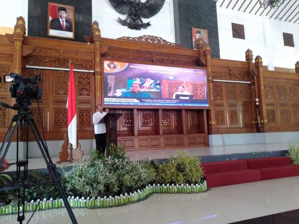 Wakil Bupati Tuban, Noor Nahar Husein membuka acara puncak HPN 2021 PWI Tuban, Rabu (17/3/2021). (Foto: Moch Abdurochim/Tugu Jatim)