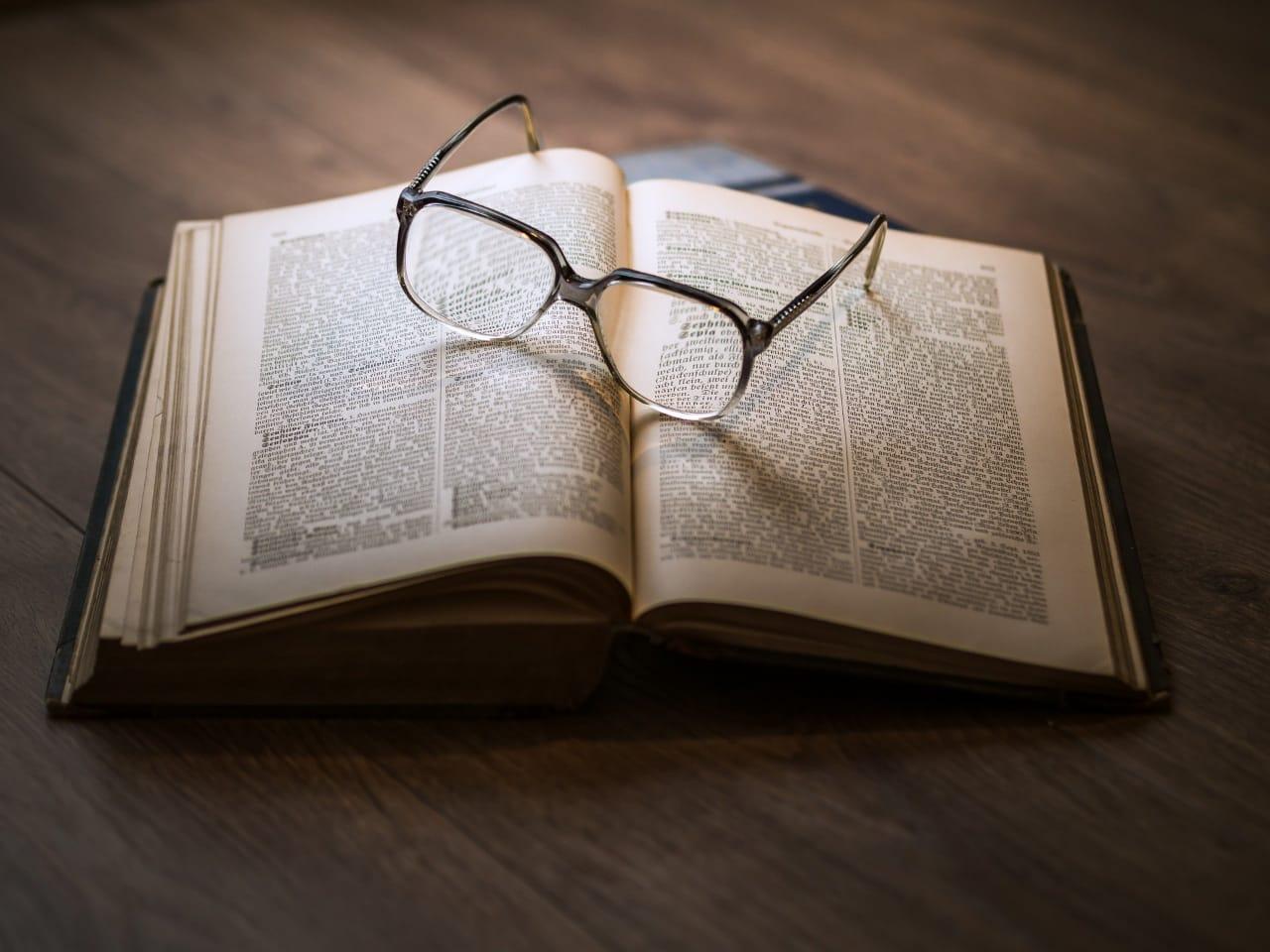 Ilustrasi rekomendasi karya sastra bertema pandemi. (Foto: Pixabay) tugu jatim