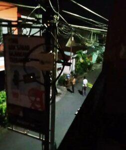 Tangkapan layar video warga yang heboh usai mendengar suara letusan diduga tembakan. (Foto: Dokumen/Tugu Jatim)