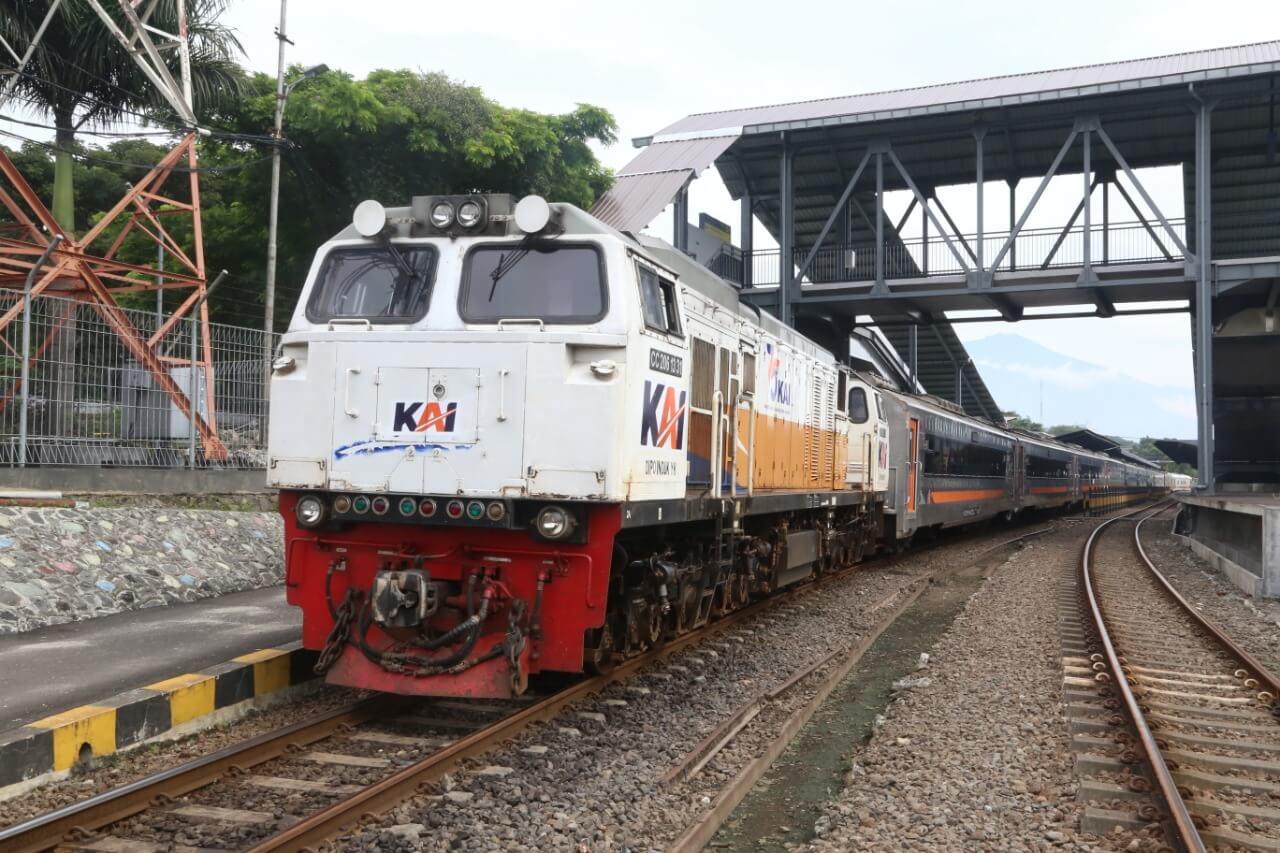 KA Arjuno Ekspres (Foto : Humas PT KAI Daop 8 Surabaya) kereta api
